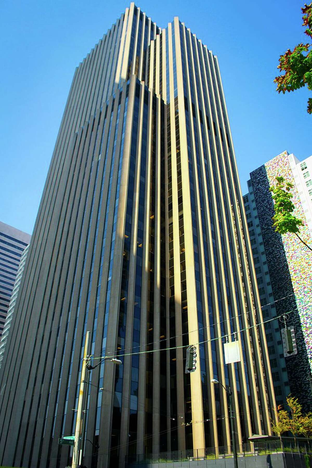 10. 901 Fifth Avenue (1973): 42 stories, 543 feet.