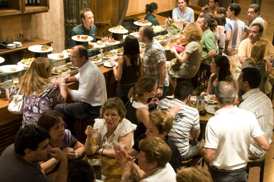 3. Wait times are made upUrbanspoon says wait times are often arbitrary, and that best guesses are based on average customer dining time. The site also says many restaurants put their least-experienced employee at the door. Photo: Lonely Planet, Getty Images/Lonely Planet Image