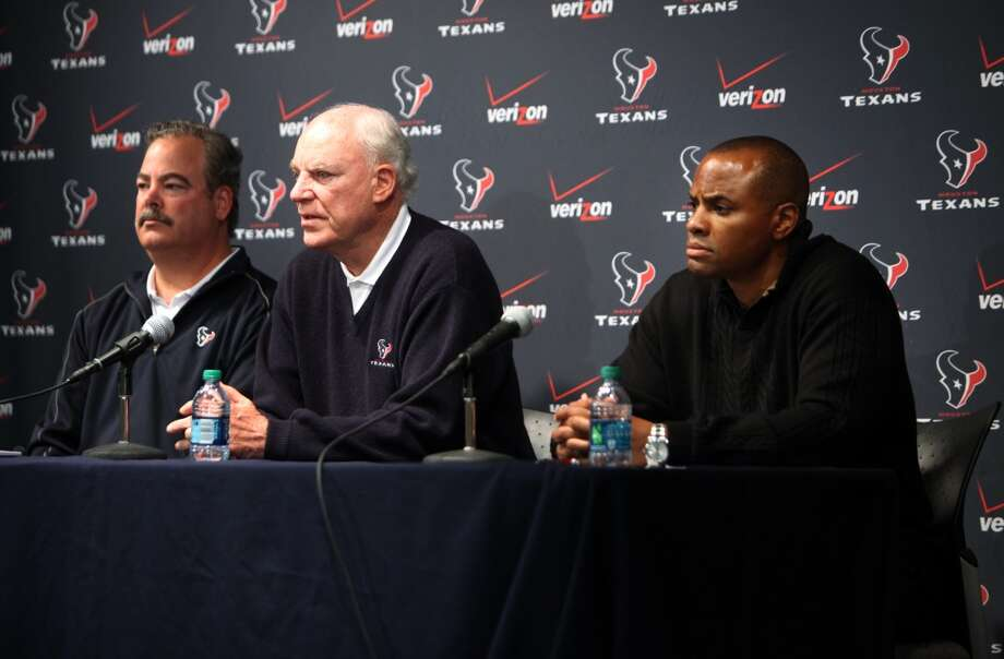 The Texans announce the firing of head coach Gary Kubiak at a press conference at Reliant Stadium. Photo: Mayra Beltran, Houston Chronicle