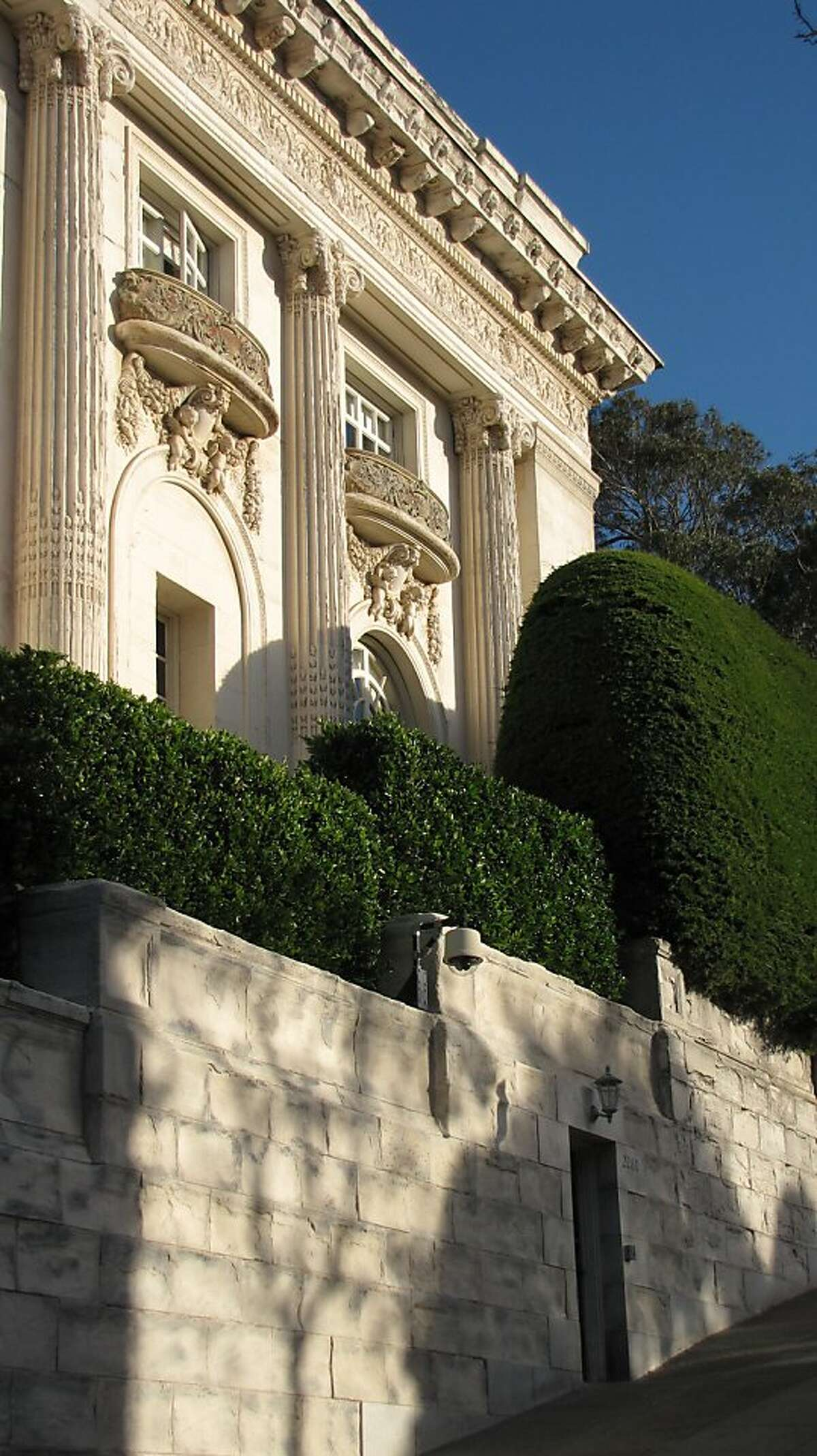 The Spreckels Mansion in Pacific Heights is one of San Francisco's most lavish mansions -- but one that also brushes off the public with an enormous hedge.