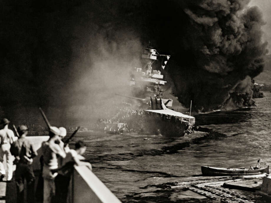 Sailors Abandoning Burning U.S.S. California Photo: Library Of Congress - Edited Version © Science Faction, Getty Images / Science Faction