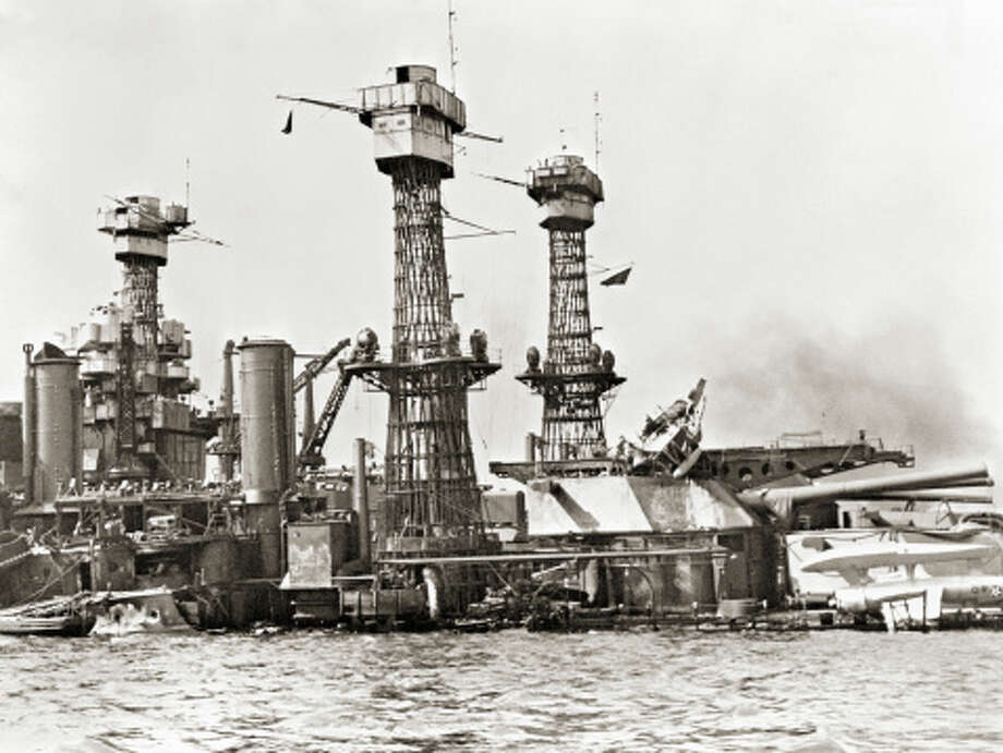 Partially Sunken US Military Ship Photo: Library Of Congress - Edited Version © Science Faction, Getty Images / Science Faction