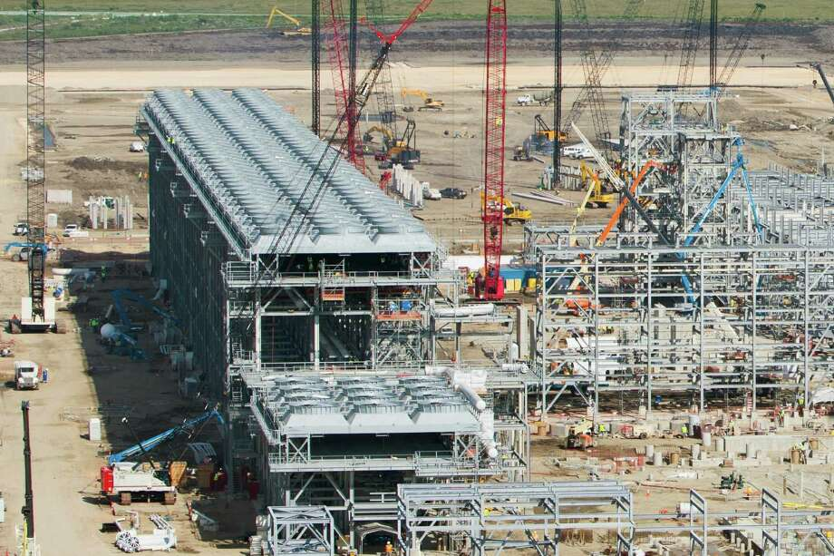 A liquefied natural gas export terminal being evaluated  for location on  Galveston's Pelican Island would have less than a third the capacity of Houston-based Cheniere Energy's plant already under construction in Cameron Parish, Louisiana. (Cheniere Energy Partners photo) Photo: Cheniere Energy Partners