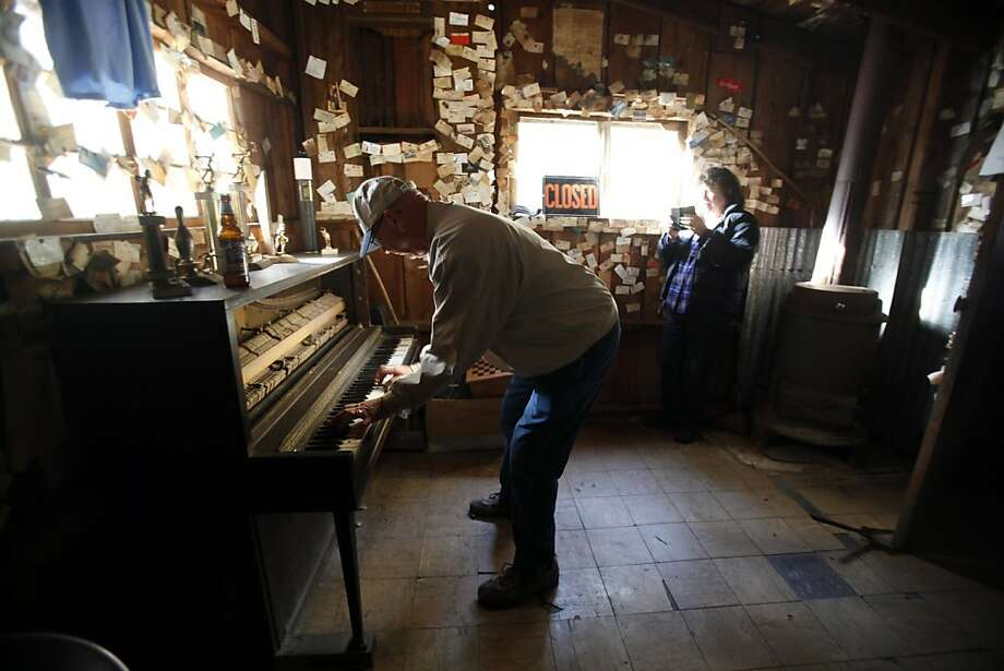 Garn Pringle of Chester plays the piano  inside the Gin Mill Bar in Seneca. Photo: Francine Orr, McClatchy-Tribune News Service