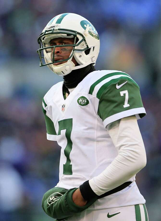 BALTIMORE, MD - NOVEMBER 24: Quarterback Geno Smith #7 of the New York Jets takes the field during the fourth quarter of the Jets 19-3 loss to the Baltimore Ravens at M&T Bank Stadium on November 24, 2013 in Baltimore, Maryland.  (Photo by Rob Carr/Getty Images) ORG XMIT: 184890205 Photo: Rob Carr / 2013 Getty Images