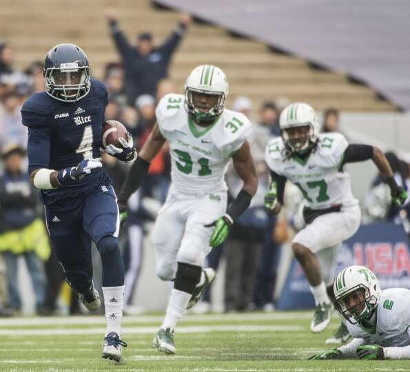 Rice wide receiver Dennis Parks (4) races for a first down past Marshall linebacker Evan McKelvey (3