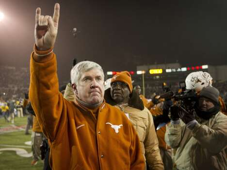 Baylor 30, Texas 10 Record: 8-4  Texas head coach Mack Brown walks off the field after a 30-10 loss to Baylor. Photo: Jay Janner, McClatchy-Tribune News Service