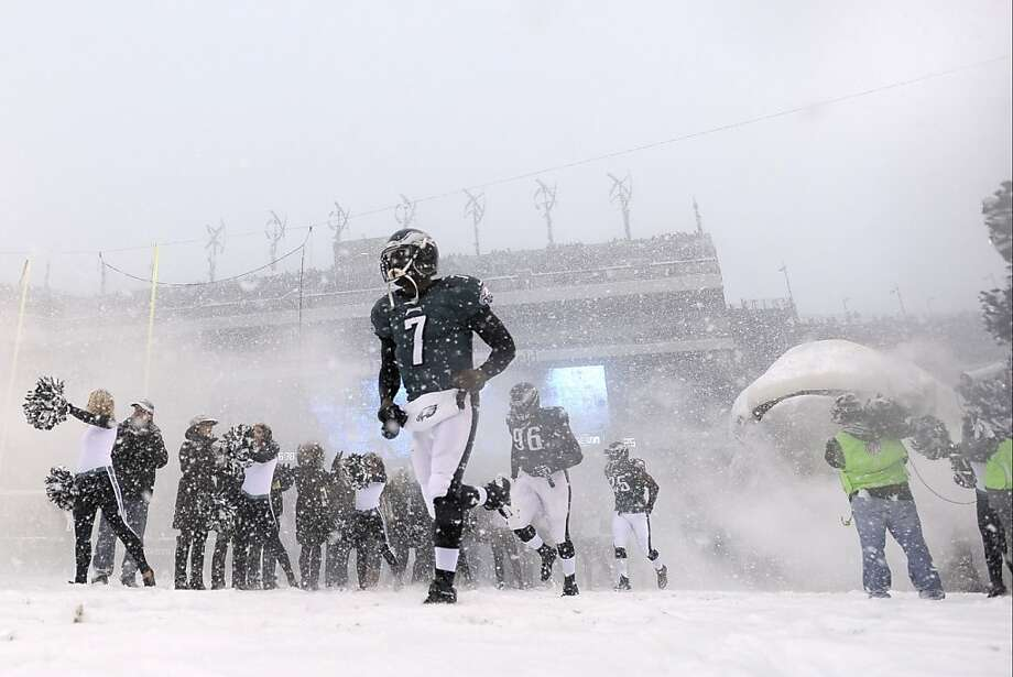 Philadelphia Eagles' Michael Vick during the first half of an NFL football game, Sunday, Dec. 8, 2013, in Philadelphia. Photo: Michael Perez, Associated Press