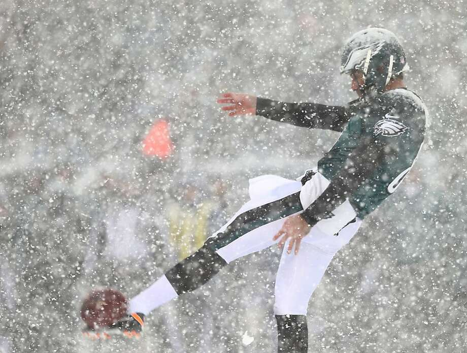Donnie Jones #8 of the Philadelphia Eagles punts the ball in the first quarter against the Detroit Lions on December 8, 2013 at Lincoln Financial Field in Philadelphia, Pennsylvania. Photo: Elsa, Getty Images
