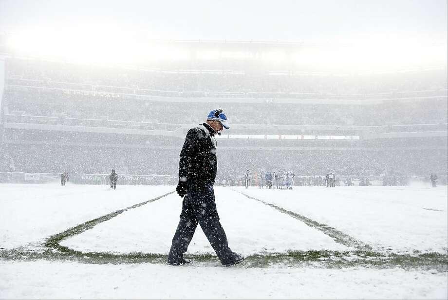 Detroit Lions head coach Jim Schwartz walks the sidelines as snow falls during the first half of an NFL football game against the Philadelphia Eagles, Sunday, Dec. 8, 2013, in Philadelphia. Photo: Matt Rourke, Associated Press