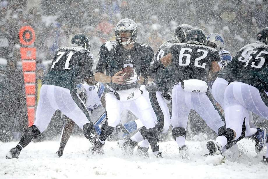 Philadelphia Eagles' Nick Foles in action during the first half of an NFL football game against the Detroit Lions, Sunday, Dec. 8, 2013, in Philadelphia. Photo: Matt Rourke, Associated Press