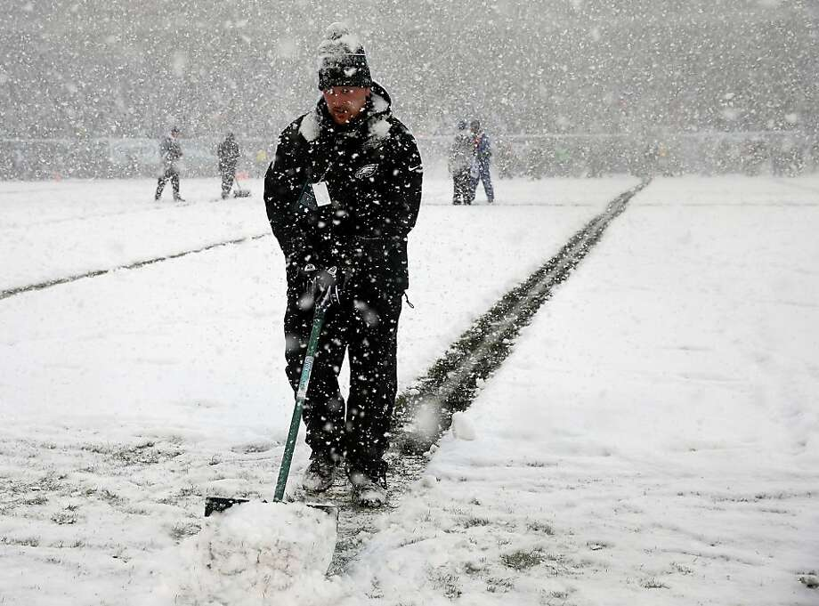Stadium workers try and clear the lines during the game between the Philadelphia Eagles and the Detroit Lions on December 8, 2013 at Lincoln Financial Field in Philadelphia, Pennsylvania.  Photo: Elsa, Getty Images