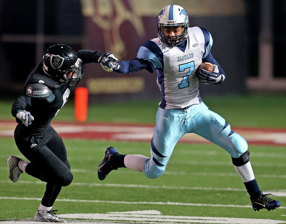 Jaguar running back Darion McElhannon sprints around end as Johnson beats Steele 42-41 at Bobcat Stadium in the 5A quarterfinals on December 7, 2013. Photo: Tom Reel, San Antonio Express-News