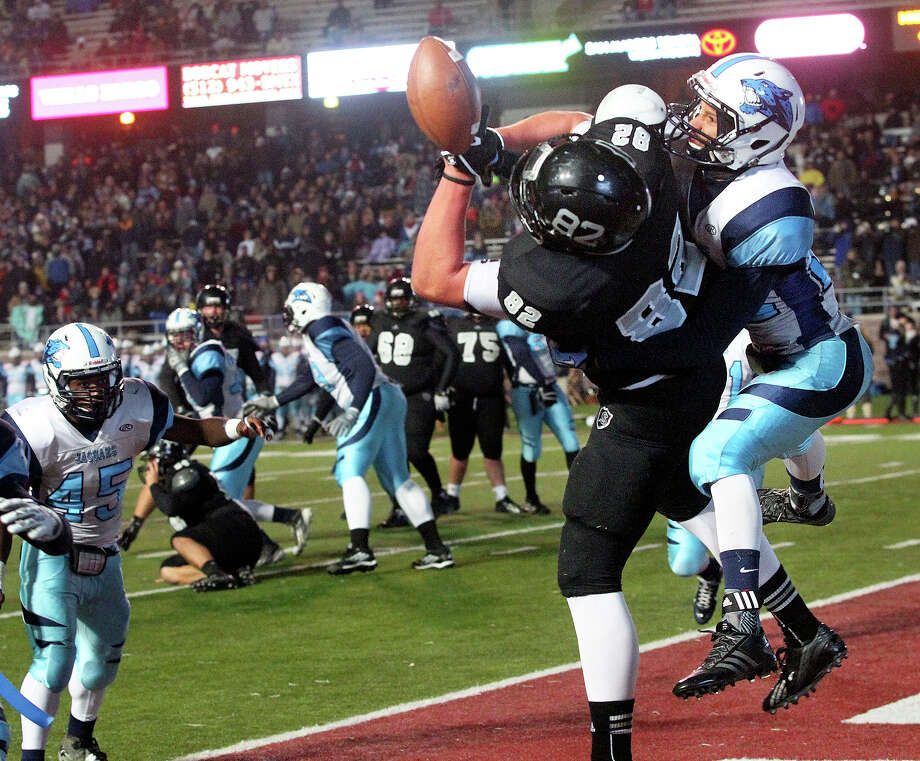 Pressured heavily, Knight tight end Matthew Moen can't grab a ball thrown to the end zone as Johnson beats Steele 42-41 at Bobcat Stadium in the 5A quarterfinals on December 7, 2013. Photo: Tom Reel, San Antonio Express-News