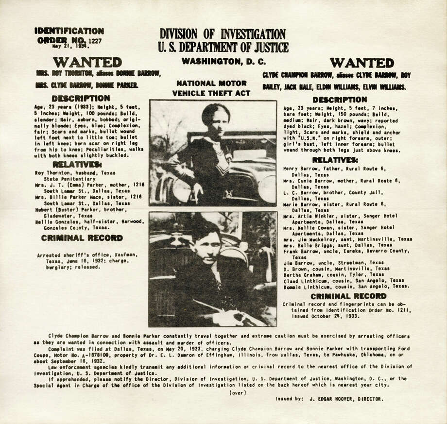 An FBI wanted poster showing American bank robbers Clyde Barrow and Bonnie Parker is seen on May 21, 1934. Photo: Interim Archives, Getty Images / Archive Photos