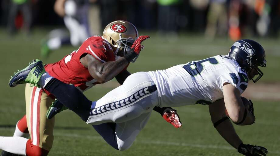 Seattle Seahawks tight end Zach Miller, right, carries the ball as San Francisco 49ers inside linebacker Patrick Willis, left, looks on in the first half of an NFL football game, Sunday, Dec. 8, 2013, in San Francisco. (AP Photo/Ben Margot) Photo: Ben Margot, AP