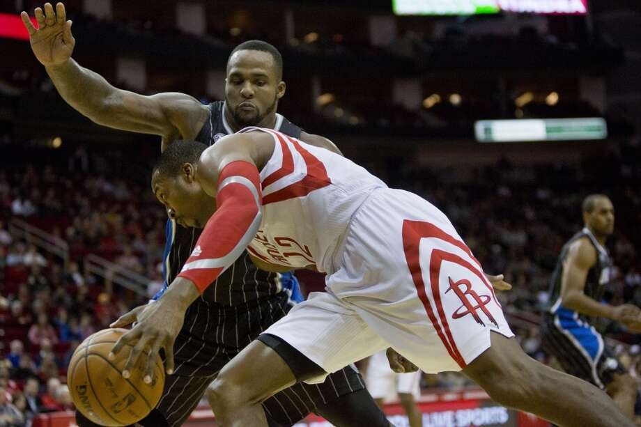 Rockets center Dwight Howard tries to make a play against  Glen Davis of the Magic. Photo: Marie D. De Jesus, Houston Chronicle
