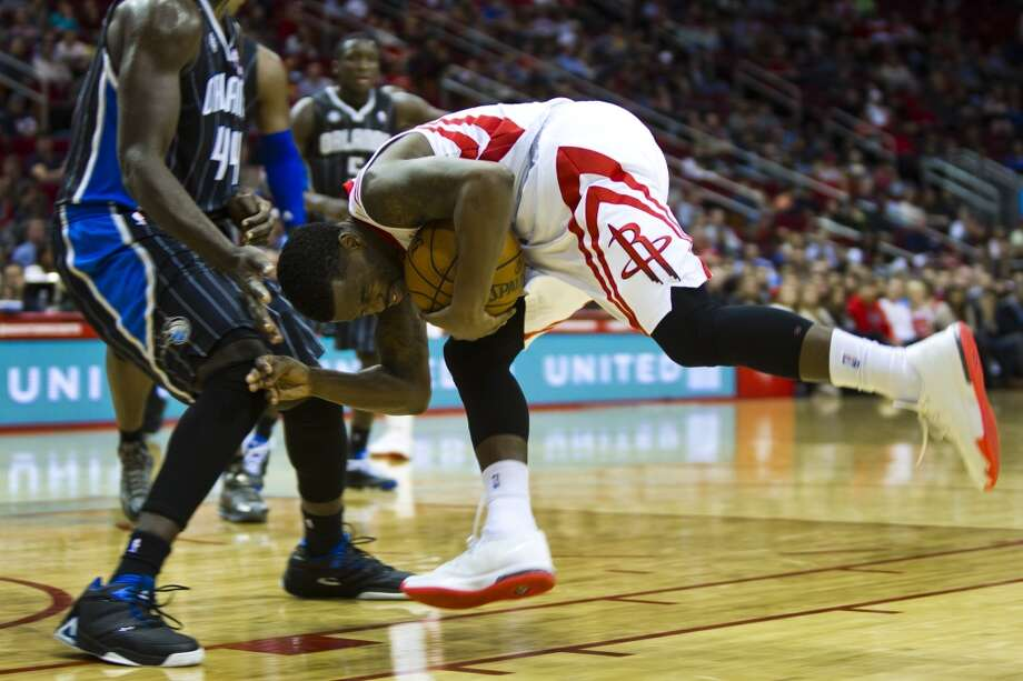 Rockets guard Aaron Brooks stumbles against the Magic. Photo: Marie D. De Jesus, Houston Chronicle