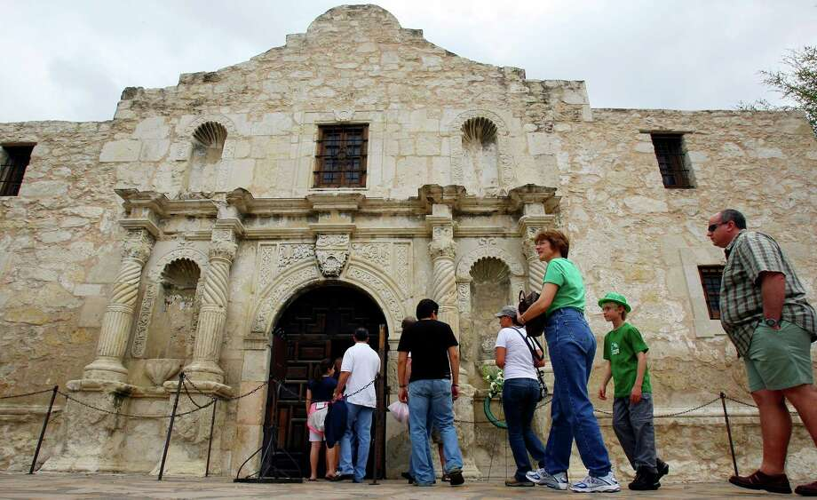 Readers weigh in on both the past and future of the Alamo, including a plan calling for restoring a more historical feel to the shrine and the area surrounding it.   Photo: Edward A. Ornelas, San Antonio Express-News / SAN ANTONIO EXPRESS-NEWS