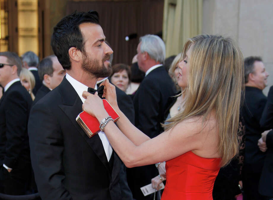Justin Theroux, left, actress Jennifer Aniston arrives at the Oscars at the Dolby Theatre on Sunday Feb. 24, 2013, in Los Angeles. Photo: Carlo Allegri, Carlo Allegri/Invision/AP / Invision