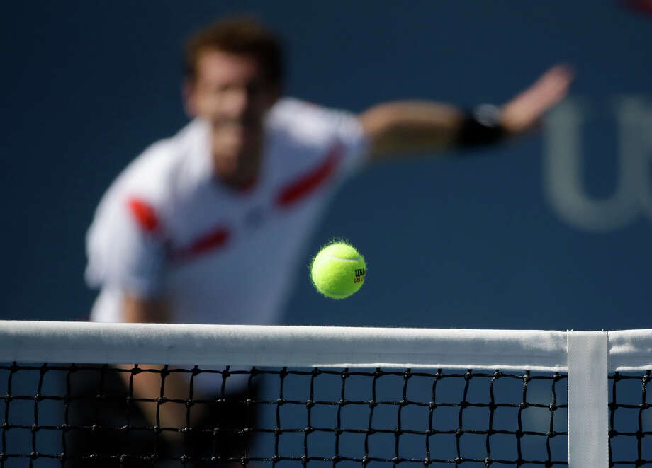 Andy Murray, of Great Britain, serves to Stanislas Wawrinka, of Switzerland, during the quarterfinals of the 2013 U.S. Open tennis tournament, Thursday, Sept. 5, 2013, in New York. Photo: David Goldman, ASSOCIATED PRESS / AP2013