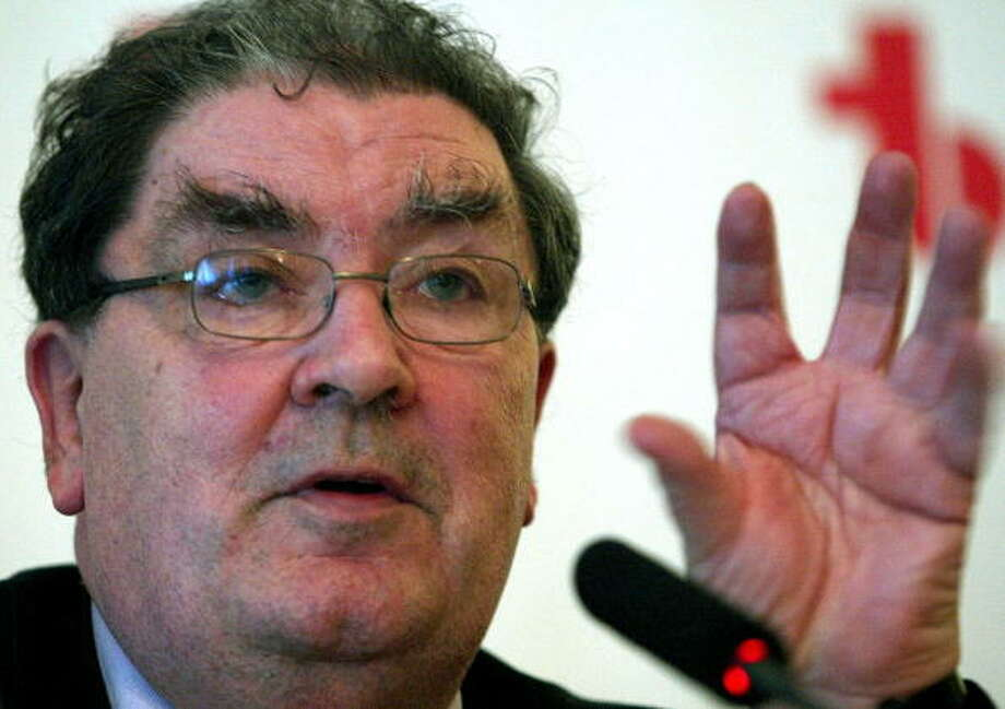 John Hume was awarded the Nobel Peace Prize in 1998 for his efforts to find a peaceful solution to the conflict in Northern Ireland. Photo: CESAR RANGEL, Getty / 2005 AFP