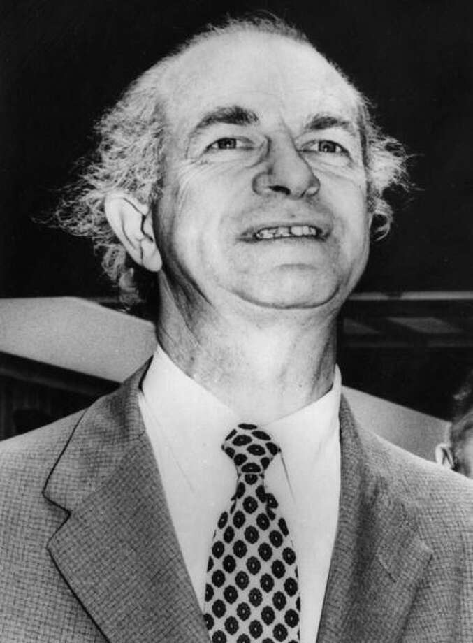 Linus Carl Pauling was awarded the Nobel Peace Prize in 1962 for his campaign against nuclear weapons testing. Photo: Central Press, Getty / Hulton Archive