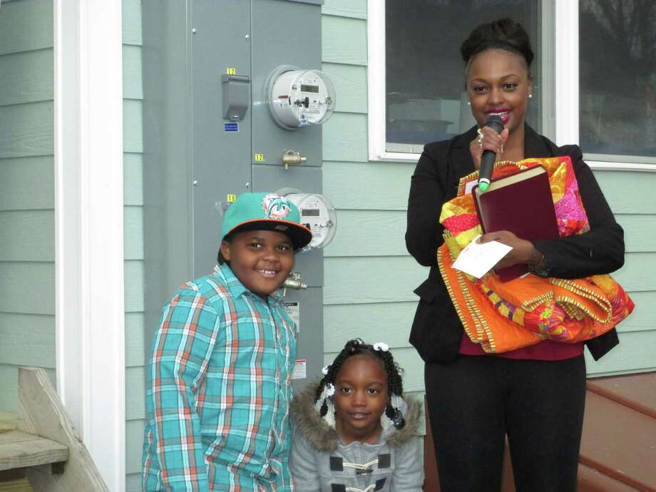 Shana Curry and her family thank the community volunteers who helped build her new Bridgeport home. Photo: Contributed Photo, Contributed / New Canaan News Contributed
