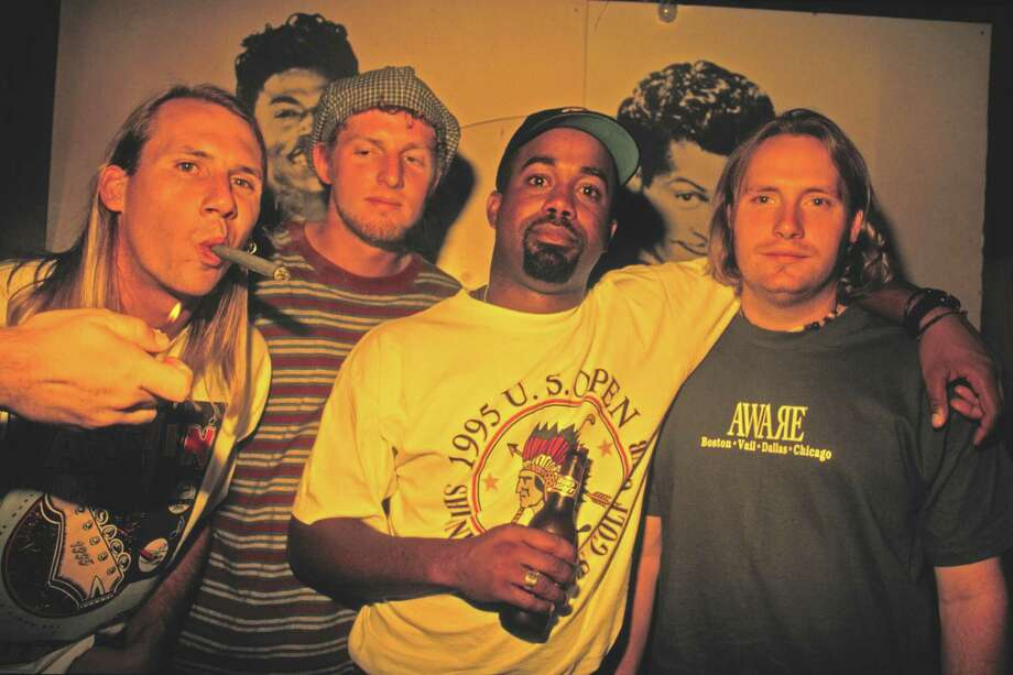 Hootie & the Blowfish, circa 1995. Photo: Jim Steinfeldt, Getty Images / Michael Ochs Archives