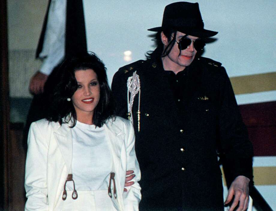 Pop star Michael Jackson and his wife Lisa-Marie Presley arrive at the airport in Budapest, Hungary on Aug. 6, 1994. Photo: AFP, Getty Images / AFP
