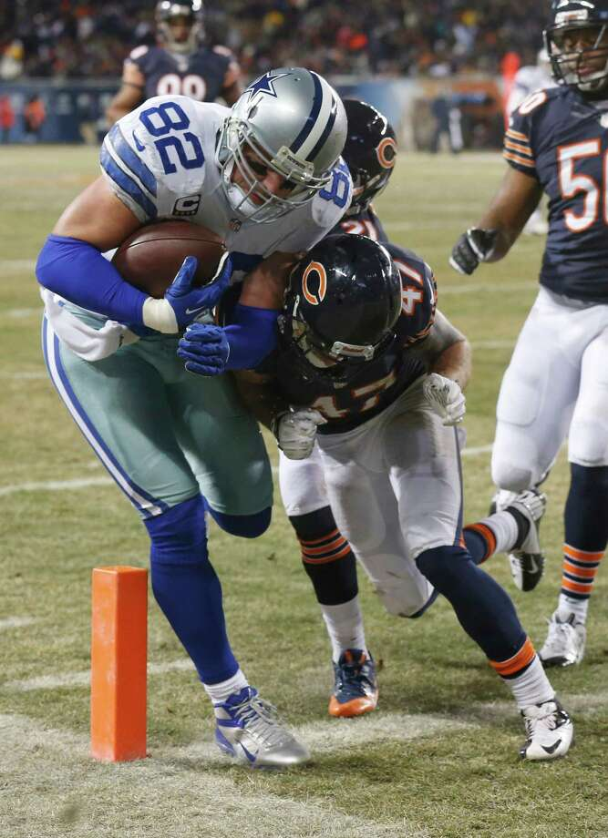 Dallas Cowboys tight end Jason Witten (82) makes a touchdown run against Chicago Bears safeties Chris Conte (47) and Major Wright during the first half of an NFL football game, Monday, Dec. 9, 2013, in Chicago. (AP Photo/Charles Rex Arbogast) ORG XMIT: CXB142 Photo: Charles Rex Arbogast / AP