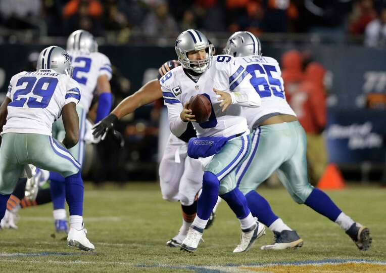 Dallas Cowboys quarterback Tony Romo (9) drops back to pass against the Chicago Bears during the fir