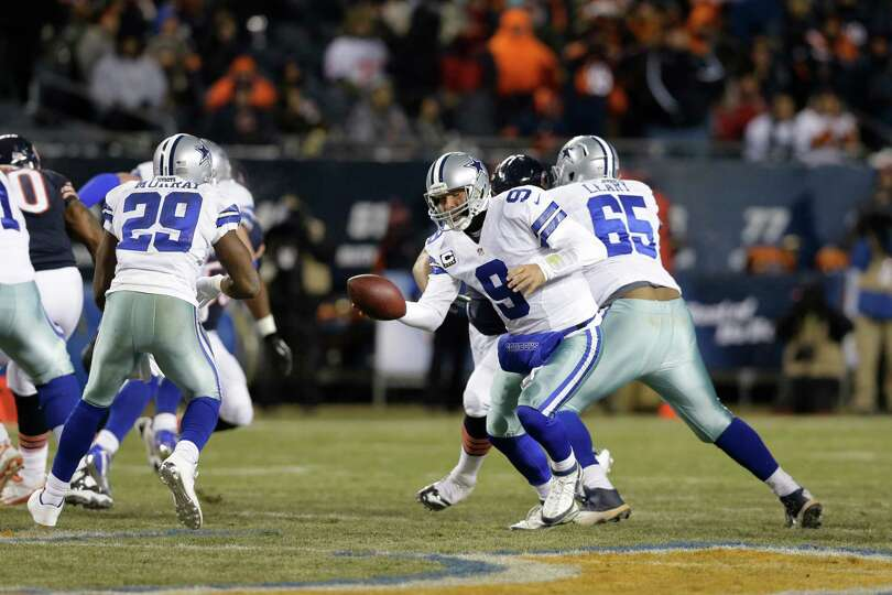 Dallas Cowboys quarterback Tony Romo (9) hands off to running back DeMarco Murray (29) during the fi