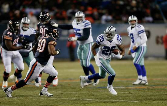 Dallas Cowboys running back DeMarco Murray (29) runs against Chicago Bears linebacker James Anderson (50) after catching a pass from quarterback Tony Romo (9) during the first half of an NFL football game, Monday, Dec. 9, 2013, in Chicago. (AP Photo/Charles Rex Arbogast) Photo: Charles Rex Arbogast, Associated Press / AP