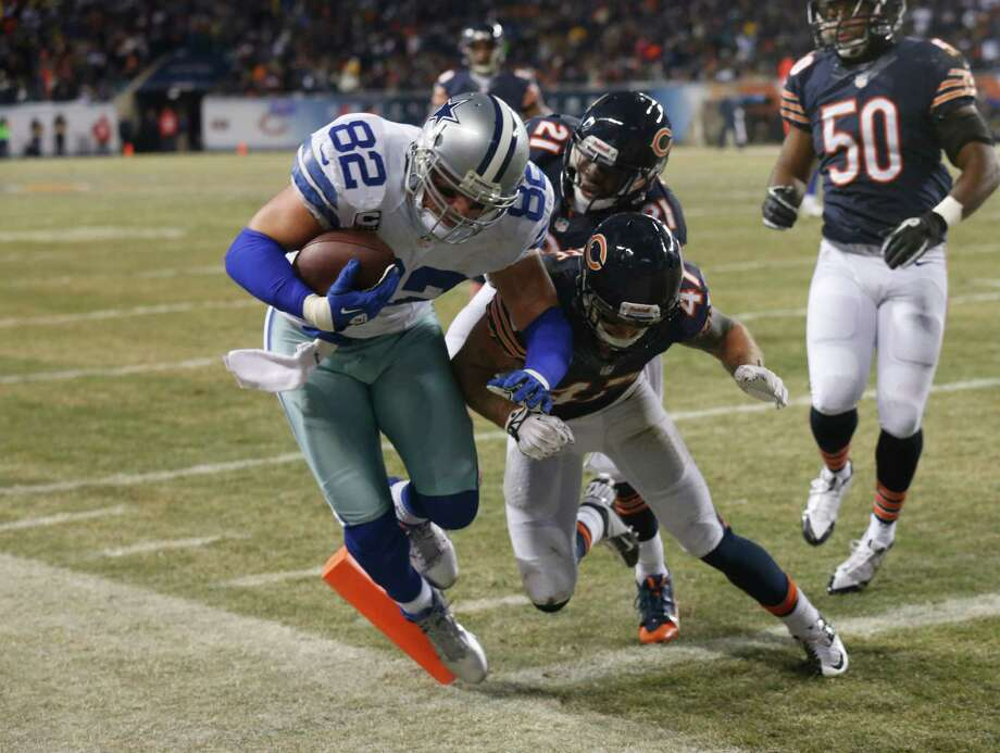 Dallas Cowboys tight end Jason Witten (82) makes a touchdown run against Chicago Bears safeties Major Wright (21) and Chris Conte (47) during the first half of an NFL football game, Monday, Dec. 9, 2013, in Chicago. (AP Photo/Charles Rex Arbogast) Photo: Charles Rex Arbogast, Associated Press / AP