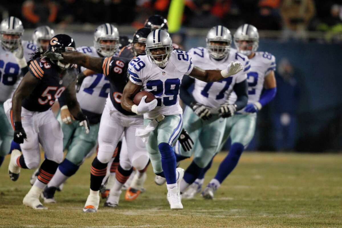 Dallas Cowboys running back DeMarco Murray (29) rushes past Chicago Bears defenders during the first half of an NFL football game, Monday, Dec. 9, 2013, in Chicago. (AP Photo/Kiichiro Sato)