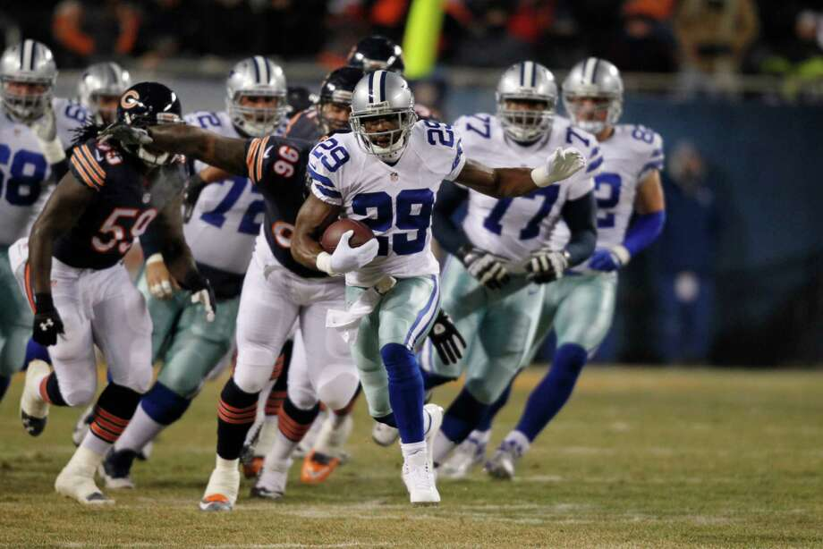 Dallas Cowboys running back DeMarco Murray (29) rushes past Chicago Bears defenders during the first half of an NFL football game, Monday, Dec. 9, 2013, in Chicago. (AP Photo/Kiichiro Sato) Photo: Kiichiro Sato, Associated Press / AP