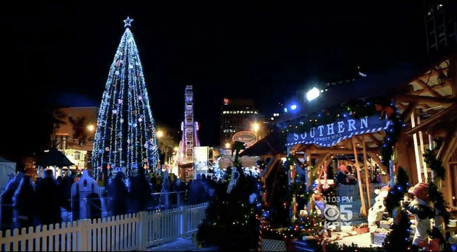 Despite the chilly temperature, crowds enjoy Christmas in the Park in San Jose on Monday evening. Photo: CBS San Francisco