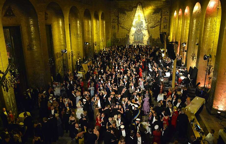 Guests dance during the traditional Nobel gala banquet at the Stockholm City Hall, Tuesday, Dec. 10, 2013. Photo: Henrik Montgomery, Associated Press