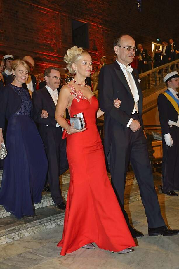 Ylwa Westerberg, left, wife of Sweden's parliament speaker, and Nobel medicine laureate Thomas C Sudhof arrive for the Nobel gala banquet at the Stockholm City Hall, Tuesday, Dec. 10, 2013. Photo: Henrik Montgomery, Associated Press
