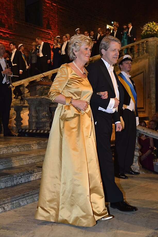 Catharina Lindqvist, left, wife of Swedish Marshal of the Court, Svante Lindqvist, and Nobel laureate Professor Robert J. Shiller arrive for the Nobel gala banquet at the Stockholm City Hall, Tuesday, Dec. 10, 2013.  Photo: Henrik Montgomery, Associated Press