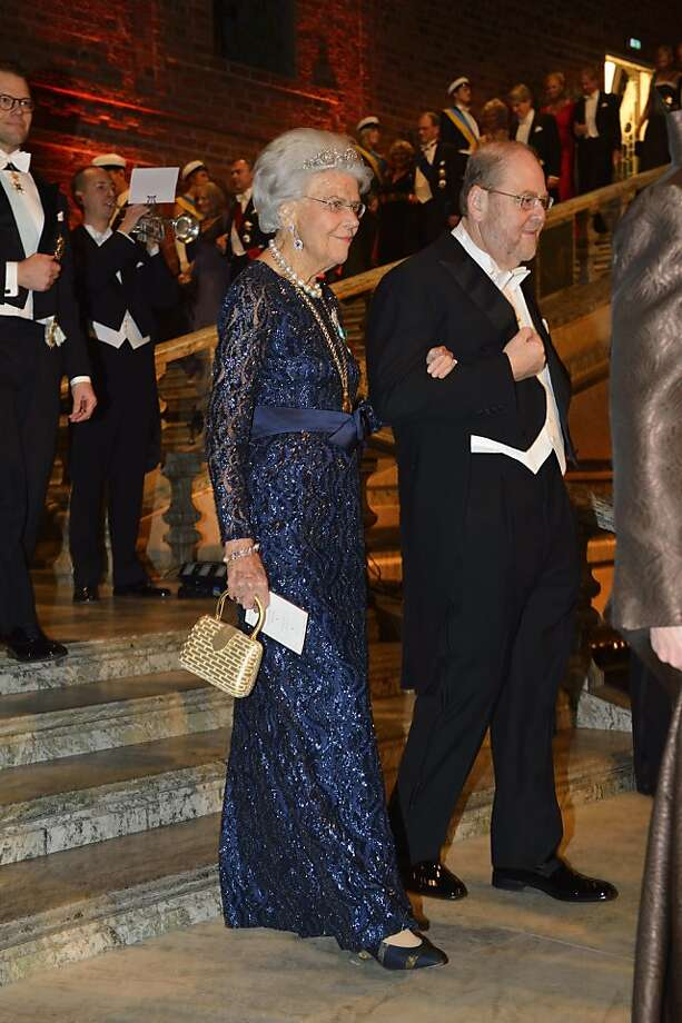 Swedish countess Alice Trolle-Wachtmeister, left, and Nobel medicine laureate James E. Rothman arrive for the Nobel gala banquet at the Stockholm City Hall, Tuesday, Dec. 10, 2013. Photo: Henrik Montgomery, Associated Press