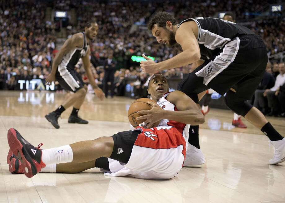 Marco Belinelli puts pressure on Raptors guard Kyle Lowry, who looks to escape a difficult situation during the first half of the Spurs' victory in Toronto. Belinelli scored 12 points. Photo: Frank Gunn / Associated Press