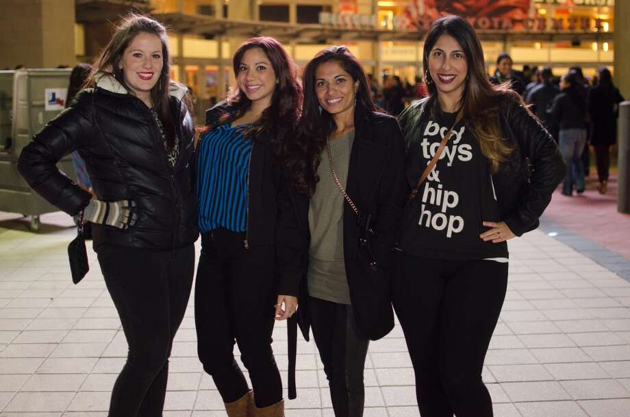 """Beyonce's """"Mrs. Carter Show"""" encore stopped at Toyota Center on Dec. 10. And some fans in her hometown seem to be taking fashion cues from the diva. See the following photos. Photo: Jamaal Ellis, For The Chronicle"""
