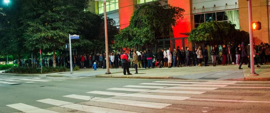 The lines for the show started hours before Beyonce hit the stage. Photo: Jamaal Ellis, For The Chronicle