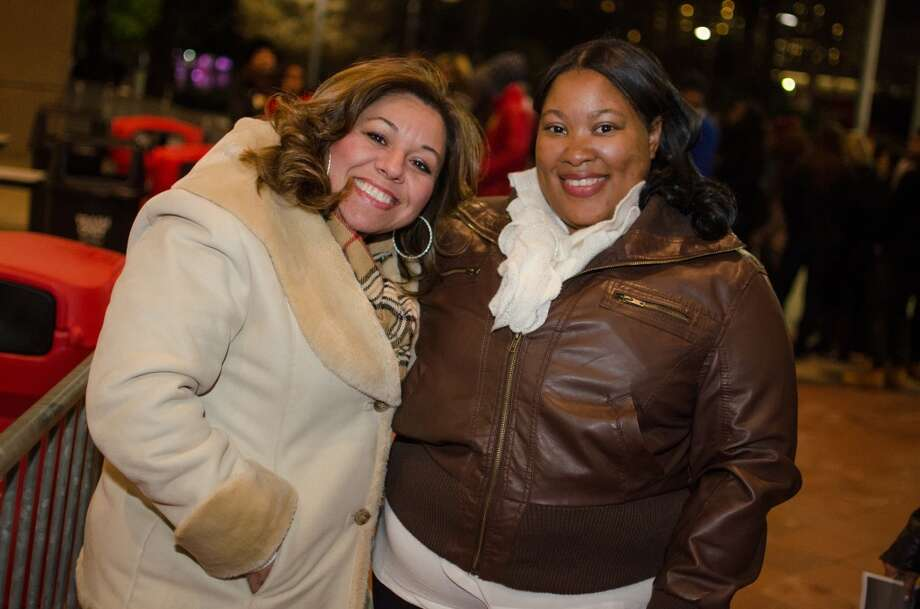 Sylvia Leal and Elizabeth Ford  were the first in line. The Queen B would be pleased. Photo: Jamaal Ellis, For The Chronicle