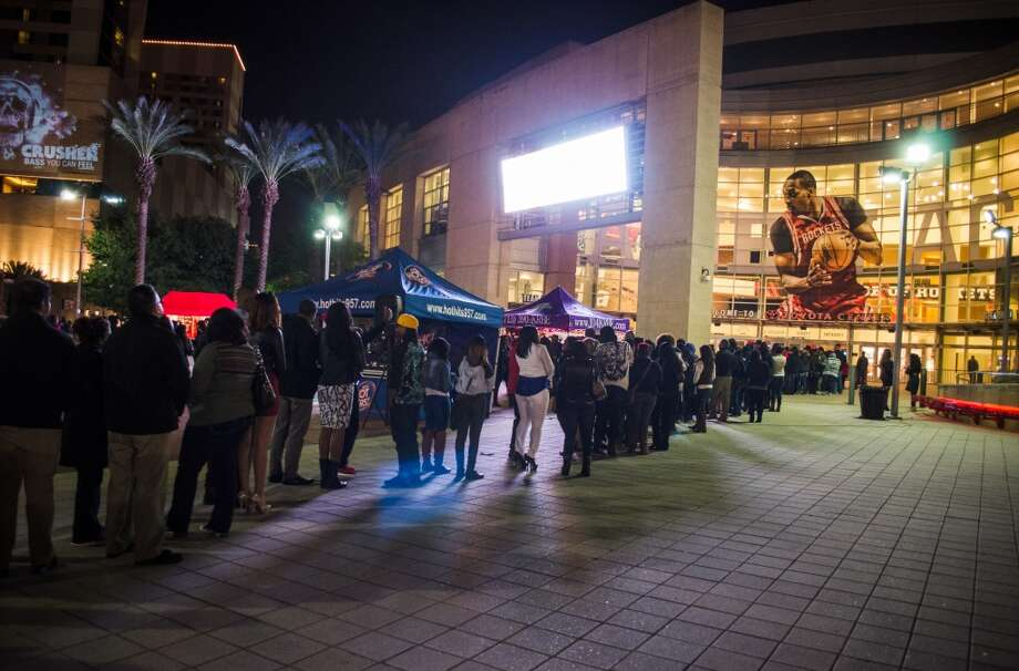 The line extended to the corner of Polk and La Branch before the show. Photo: Jamaal Ellis, For The Chronicle