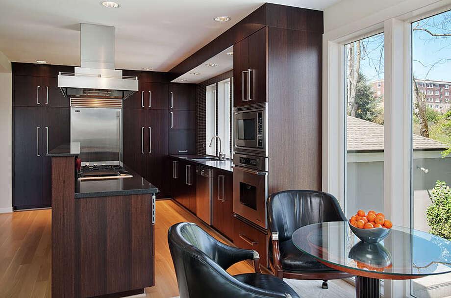 Kitchen.  Photos via MLS/Listing courtesy of  Realogics Sotheby's Int'l Rlty