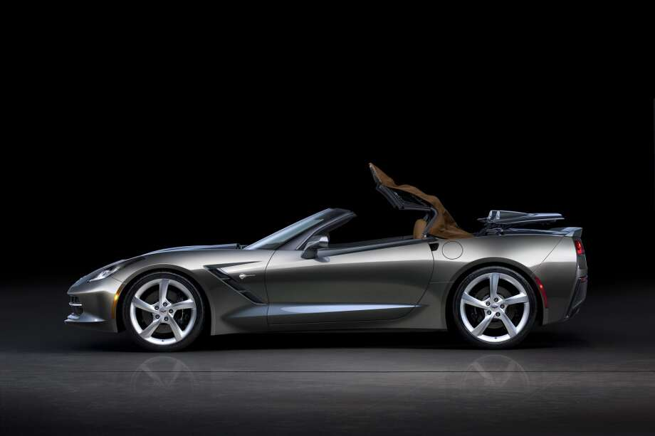The 2014 Chevrolet Corvette Stingray convertible features an all-new, fully electronic top that can be lowered remotely using the key fob. The top can also be opened or closed on the go, at speeds of up to 30 mph (50 km/h). Photo: Alan Vanderkaay, Courtesy General Motors
