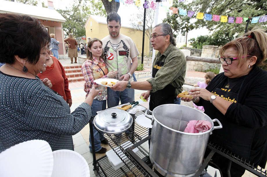 De la Torre and his sister, Sabrina Lewis, offer samples of pork tamales to those attending Gran Tamalada in La Villita in late November. Photo: Edward A. Ornelas / San Antonio Express-News